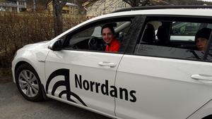 Dansaren för dagen Leila Verlinden i en av Norrdans bilar.