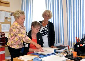 PRO Timrås sekreterare Gudrun Ericsson tillsammans med kassören Lisbet Lundgren och Anita Edin som är ersättare i styrelsen.