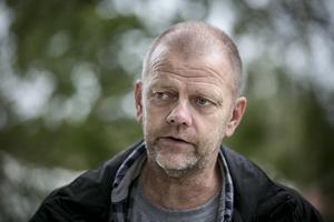 Ola Pettersson, spaningsledare, berättar att i hans ögon var inte husrannsakan särskilt dramatiskt men att de tar det säkra före  det osäkra och använder den regionala insatsstyrkan.