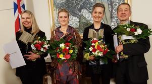 Från vänster till höger: Den facklitterära vinnaren Unnur Thóra ''Jöklsdóttir, den skönlitterära pristagaren Kristín Eiríksdóttir,  Áslaug Jónsdóttir och Kalle Güettler.
