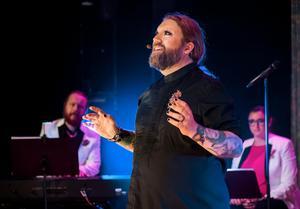 Rickard Söderberg och hans musikervänner Johan Reis och Hanna Remle kom till Tonhallen i tisdags. Bild: Sören Vilks