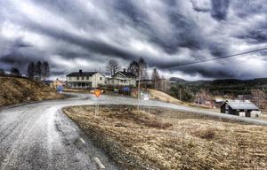 Det här är Mårdsjön, den lilla byn med de stora händelserna. Så står det på hemsidan. Dit kom jag åkande en afton i april, för jag ville spela fotboll.