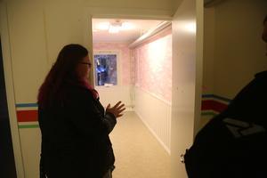 I det rosa rummet blir det barbie-tema till en av döttrarna, menar Anja Schäfer.