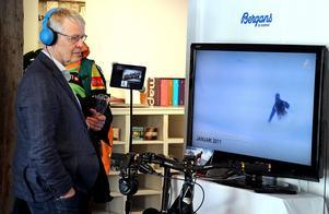 Utvecklingsenhetens chef Stefan Wallsten tog del av extremskidåkaren Lotten Rapps fartfyllda filmer.