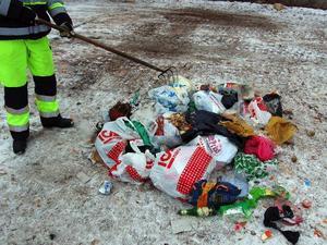 Osorterat. Av en hel bys avfall var det här det enda som inte platsade bland komposten.