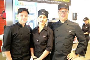 Syskonen Alexander och Sofia Carlsson kommer att vara restaurangchefer på nyöppnade Sibylla i Hallsberg. Pappa Mikael finns också med då och då, men kommer inte jobba på restaurangen varje dag.
