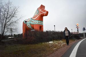 Blerta Krenzi (S) vid Dalahästen.