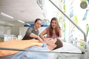 Intresset för vård- och omsorgsprogrammet växer starkt i Dalarna. Utbildningen ger undersköterskeexamen.