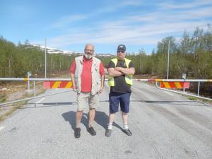Motormännen Sveriges lokalklubb i Jämtland, representerad av vägombudet  Stig-Björn Sundell (till vänster) samt Trafikverkets Bertil Fjellström, bland annat ansvarig för plogningen av Vildmarksvägen!