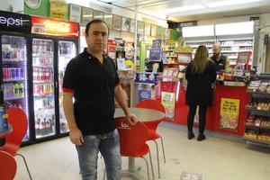 Mohyaddin Abdollahi Awrasi är bekymrad och befarar att han kommer att tappa kunder.