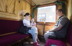 Linda Hammarberg, Jasmine och Fredric Lock gillar att ta en tur med ångtågen varje sommar. De bor i Ulftorp, Gästriklands högst belägna bebodda by.