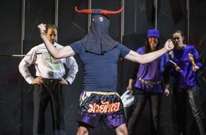 Tjurfäktningen är utbytt mot MMA i Operans nya uppsättning av