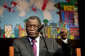 Denis Mukwege, chefsläkare vid Panzisjukhuset i Kongo fick 2018 Nobels fredspris för sina insatser mot sexualiserat våld som vapen i krig och konflikter. Bilden tagen i Filadelfiakyrkan  vid första fredskonferensen i Örebro, 2014. Även 2016 medverkade han på videolänk.  Arkivfoto NA