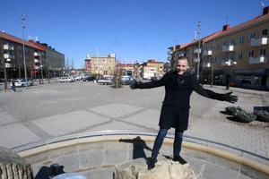 Det är här det ska hända. Kommundirektör Daniel Jansson-Hammargren hoppas att många krafter tillsammans ska kunna utveckla Kumla centrum.
