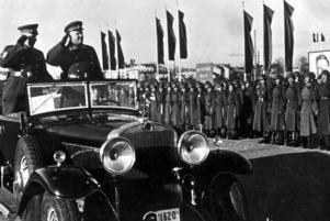 Ockupationsmaktens Röda armé. Den kommenderade generalen i Baltikum, Loktionov, med sin närmaste man. Bilden är troligen tagen 1941. Foto: SCANPIX