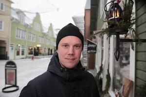 Pertti Virtanen trivs bra och känner sig hemma på en mindre ort som Bollnäs, ännu återstår för de lokala bandyvännerna att känna igen sin nye profil utan mask också.