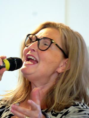 Susanne Engström sjöng solo under allsången i Domkyrkan. Foto: Uno Gradin