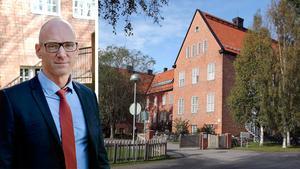 Här i Västernorrland finns den populära friskolan endast i Sundsvall – med 5 000 barn i kö – och leds av den karismatiske rektorn Pascal Brisson.