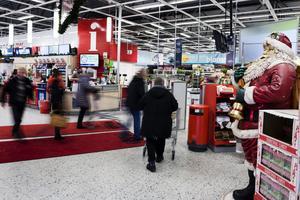 Hälften av butikernas skyddsombud anser att julmusiken är påfrestande än musik under resten av året. Arkivbild. Foto: Vilhelm Stokstad / TT