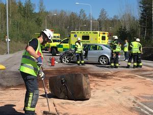 Räddningstjänsten arbetade med att sanera på platsen.