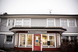 Snart försvinner skylten från huset på Centralgatan. Arbetsförmedlingen lämnar Hammarstrand och fyra andra orter i länet.