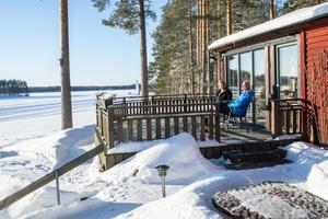 Familjen Mabergs har en fantastisk utsikt över sjön från stugan.