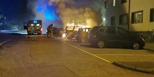 Bild från nattens bilbrand. Foto: Läsarbild.