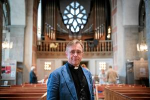 Anders Lennartsson, präst och församlingsherde i Nikolai församling, är initiativtagare till evenemanget i Nikolaikyrkan, där Stilla natt framförs i fem timmar på 60 olika vis. Arkivbild: Troy Enekvist