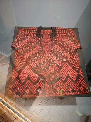 Märta-Stina Abrahamsdotter är skaparen av denna stickade tröja.