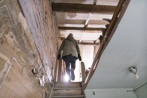 En ny trapp kommer att byggas. Den tidigare fanns på utsidan av huset och är riven.