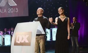 Kronprinsessan Victoria delade ut Gaygalans finaste pris till Jonas Gardell. Foto Scanpix