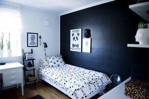 I Sigges rum är färgskalan svart och vit.