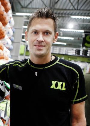 Tobias Lindqvist, butikschef på XXL i Birsta.