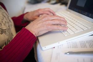 Skribenterna anser att olika typer av fjärrtillsyn kan underlätta för både vårdtagare och vårdpersonal.
