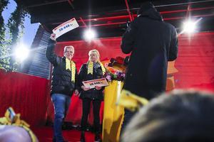 Håkan och Eva Jonsson blev lyckliga vinnare av över 200 000 kronor.