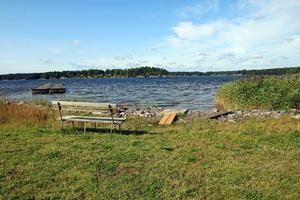 Kärrabergets samfällighetsförening undrar vad Askersunds kommun kommer att göra med det stängda badet i Åmmeberg.