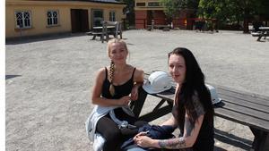 Cajsa Kekäle och Linda Lennkvist från Örebro väntar på sin tur att gå ner till Sala silvergruva.