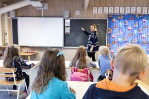 Lärare undervisar sin klass. Foto: Gorm Kallestad