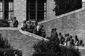 Luftburna trupper skickades 1957 till Arkansas för att oskadliggöra delstatsregeringens förtäckta hot om inbördeskrig och  eskortera elever till skolan i huvudstad Little Rock. Foto: US Army