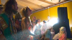 Danslogen vibrerade.