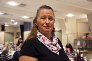 Jessica Wängdahl är en av tre som håller i scrap-träffarna, som nu firar tio år.