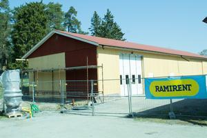 Norrtelje veterantraktorklubbs nya byggnad vid Färsna gård är snart klar.