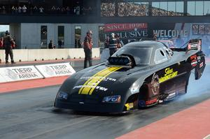 Micke Larsson, Gävle, kör Top metanol funny car under helgen.