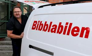 Mikael Jonsson kommer ratta Bibblabilen, en ny landsbygdsservice i Ånge kommun som gjorde sin premiärtur under tisdagen.