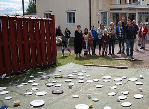 En populär gren med chans till pris  är porslinskrossning. Bilden är från förra årets Vikarbydagar. Foto: Vikarby byalag.