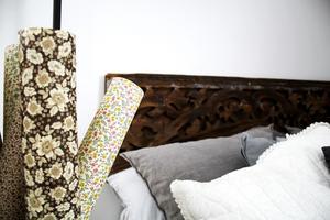 Olika tapetrullar i en korg är ett vackert blickfång.
