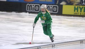 Efter att ha tagit stort ledaransvar förra säsongen kan Jonna Nyman fokusera på sitt eget bandyspel den här vintern.