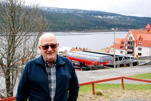 Arne Hafstad är femte generationen på MårtenLien Gård som ligger mitt i Åre, vid liften VM-åttan. Han har utvecklat gården från en jordbruksfastighet till ett modernt turistboende omgivet av ett av hans livsverk, Åre Fjällby.