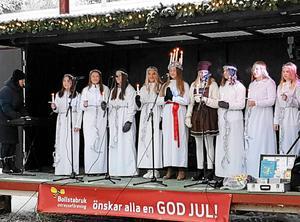 Lucia med tärnor från Ytterlännässkolan.Foto: Lars Sjödin.