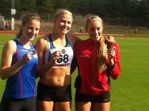 Emelie Nyman Wänseth, till höger, tog SM-brons vid sjukampen i F16-klassen. Segern gick till Bianca Salming, Täby.
